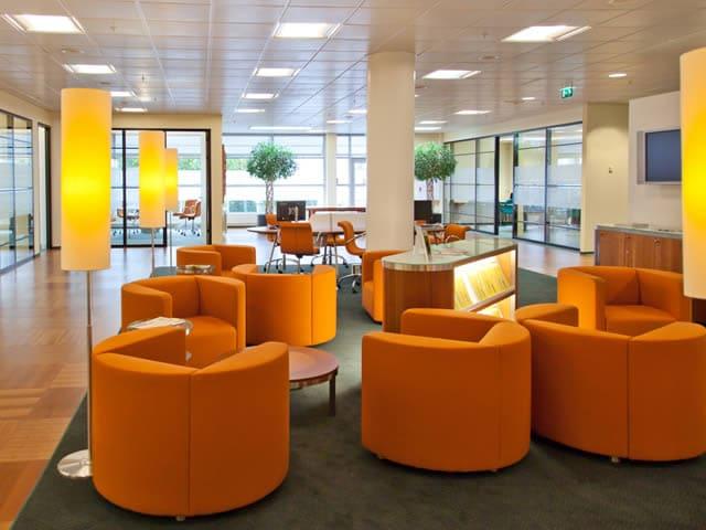 Ook voor kantoorruimtes kunt u interieurstylisten inschakelen